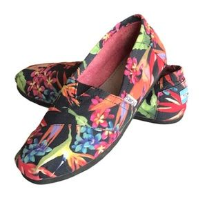 TOMS Classic Tropical Print Slip On Flat Loafers